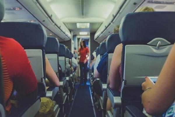【海外旅行】飛行機の中で使う頻出英語フレーズ
